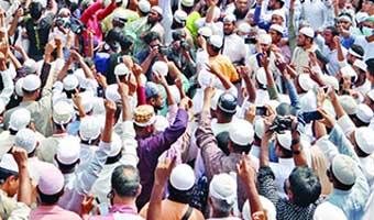 'মুসলিমপ্রধান দেশে পুলিশ গুলি করে মুসলমান মারছে'